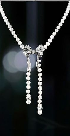 CHANEL | pearl necklace with sparkling bow | Source: euvieira.tumblr.com