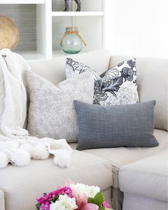 To chop or not to chop? I'm all about giving my throw pillows a nice little karate chop at the top - how about you guys? Talking about this and all sorts of other hard-hitting pillow issues  on the blog like the best pillow inserts, an easy formula for arranging pillows on your sofa or sectional, and my favorite pillow sources! Clicking here @drivenbydecor and then the link in my profile will get you right to it! (Pillows linked here  http://liketk.it/2qypo and in blog post!) @liketoknow.i