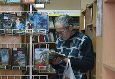 добрые дела и буккроссинг в нашем городе  Сегодня в Армении отмечают необычный для нас праздник – День дарения книг. Чтобы узнать, сложно ли передать литературные сбережения библиотеке и как много ихприносят в дар в нашем городе, мы отправились в Витебскую о�
