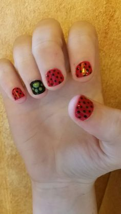 Miraculous nails Ladybug Nails, Ladybug E Catnoir, Ladybug Cake Pops, Ladybug Crafts, Birthday Makeup, Birthday Fun, Birthday Parties, Frozen Birthday, Miraculous Ladybug Costume