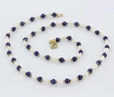 Overview:Offered for sale is a truly superb vintage necklace, crafted beautifully in 14 karat yellow gold. Cobalt blue lapis lazuli and freshwater