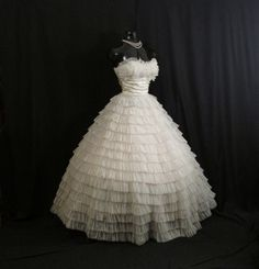 Vintage 1950's 50s Bombshell STRAPLESS White Tiered Chiffon Ivory Taffeta Party Prom Wedding DRESS G