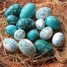 °easter in blue° Cool Easter Eggs, Easter Egg Crafts, Easter Tree, Ukrainian Easter Eggs, Easter Flower Arrangements, Easter Egg Pattern, Easter Egg Designs, Diy Ostern, Coloring Easter Eggs