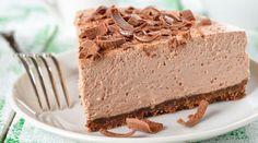 Нежный и воздушный шоколадный торт-суфле очень простой в приготовлении. Этот торт одна из вариаций знаменитого десерта «Птичье молоко» с шоколадным вкусом!  Ингредиенты Для основы: ✓ 200...