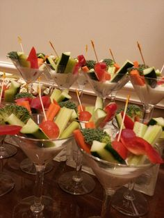 Vegetable appetizers and dip served in the same martini glass. See more vegetable appetizers and party ideas at one-stop-party-id. Veggie Cups, Veggie Tray, Vegetable Trays, Appetizers For Party, Appetizer Recipes, Appetizer Ideas, Veggie Display, Paella, Martini Party