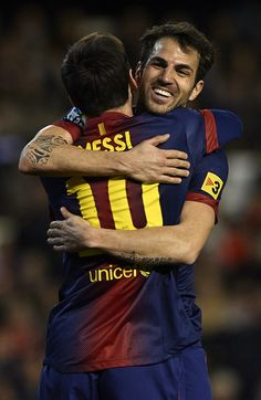 Lionel Messi & Cesc Fàbregas I just don't have words for this pic ^^  Kudos to you whoever clicked it! My heart just smiles seeing this :3 So deep that even Adele is rolling :) Just love it ^^