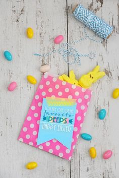 Print out these free Easter Peeps printables to make easy and cute Egg Hunt Party favors and treats for neighbors and friends this Easter.