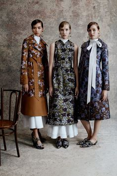 Erdem Resort 2018 collection, runway looks, beauty, models, and reviews.