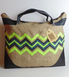katxirula.com bolso de yute y kraft-tex, bordado con lanas
