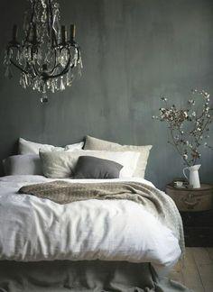 schlafzimmer graue wndgestaltung weiße bettwäsche