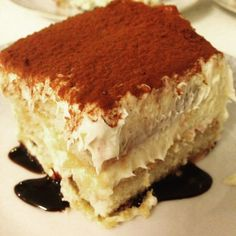Bedste Tiramisu Ever! Bedste Tiramisu Ever! Frozen Desserts, Cookie Desserts, Sweets Cake, Cupcake Cakes, Cake Recipes, Dessert Recipes, Cooking Cake, Christmas Desserts, Food Cakes