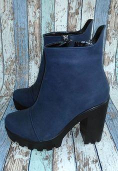 Ботинки из натуральной кожи синего цвета на устойчивом каблуке