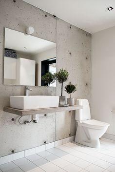Bathroom/Rebecca Centeren