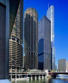 Marina City, IBM Building, Trump Tower | Chicago, IL | Bertrand Goldberg, Mies van der Rohe, SOM #Architecture - ☮k☮