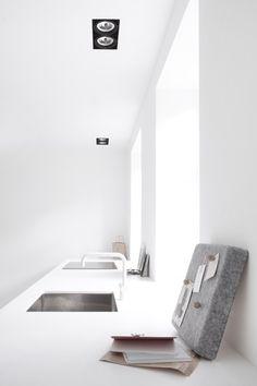 Hellgraue Mini-Pinwand in der Küche (Menu, Jonas Bjerre-Poulsen) - leuchtend-grau.de