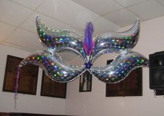 masquerade balloon centerpiece | Masquerade Ball/Mardi Gras Themed Party