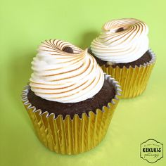 Chocolate, dulce de leche & meringue cupcakes #chocolate #dulcedeleche #meringue #cupcakes #chocolatecupcakes #pastry #pasteleria #sweet