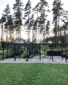Backyard Garden Design, Vegetable Garden Design, Garden Landscaping, Herb Garden, Garden Plants, Pergola, Back Gardens, Dream Garden, Garden Inspiration
