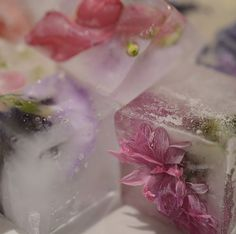 Edible flower fun #food #summer #party #styling #icecubes