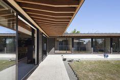 根來宏典建築研究所が手掛けた土間の広がる家 | homify Wood, Outdoor Decor, Modern, Projects, House, Home Decor, Garden, Cottage, Decks