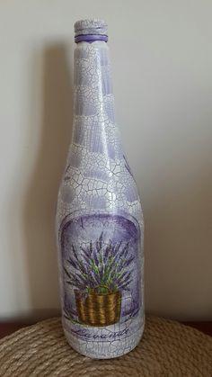 Glass Bottle Crafts, Wine Bottle Art, Diy Bottle, Bottles And Jars, Glass Bottles, Painted Bottles, Cracked Paint, Beautiful Table Settings, Altered Bottles