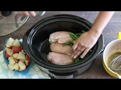 Slow Cooker Seasoned Chicken, Green Beans and Potaotes This one pot Slow Cooker Seasoned Chicken, Potatoes and Green beans has a homemade dressing/marinad Crock Pot Recipes, Best Chicken Recipes, Crock Pot Cooking, Healthy Crockpot Recipes, Slow Cooker Recipes, Cooking Recipes, Zesty Italian Chicken, The Magical Slow Cooker, Green Beans And Potatoes
