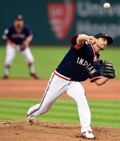 Cleveland Indians starting pitcher Josh Tomlin delivers against the Kansas City Royals, Saturday, June 4, 2016, At Progressive Field, Indians won 7-1 (AP Photo/David Dermer)
