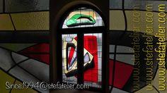 Vitraux de l'Hôtel Ha(a)ïtza au Pyla-sur-Mer. Une réalisation Stef Atelier sur une création originale de l'artiste Ara Starck. l'Hôtel Ha(a)ïtza redessiné par Starck.