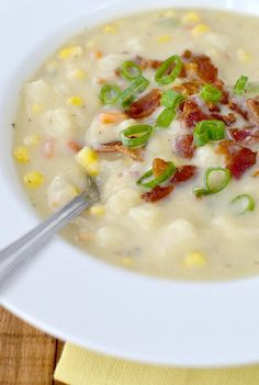 Creamy (No Cream!) Sweet Corn and Potato Chowder ~ Creamy (No Cream!) Sweet Corn and Potato Chowder is thick and creamy, yet made with no cream at all. This chowder recipe is gluten-free and easily made dairy-free! Corn Soup, Corn Chowder, Dairy Free Soup, Dairy Free Recipes, Gluten Free, Soup Recipes, Cooking Recipes, Good Food, Gourmet
