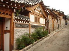Street in Bukchon by Zimmelino, via Flickr
