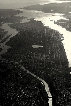 NYC, East River to the left, Hudson River to the right.