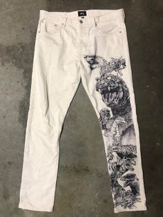 [ART] My art grail Godzilla Jeans. Hand drawn Source by celestinafuchsb gezeichnet Painted Jeans, Painted Clothes, Diy Fashion, Street Fashion, Fashion Outfits, Fashion Design, Fashion 2020, Diy Clothing, Custom Clothes