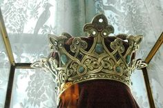 (another view of) crown made for Queen Marie of Romania (1875 - 1938), made from gold from Transylvania, with turquoises, moonstones and (poss) amethysts.