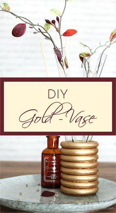 Goldene Reagenzglas-Vase aus Gardinenringen   http://www.a-little-fashion.com/diy/gold-reagenzglas-vase-holz-gardinen-ringe