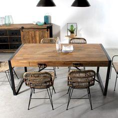 Cette table à manger Industrielle en métal et bois de Palissandre permet d'accueillir jusqu'à 14 convives grâce à ses allonges. 260x90x76 centimètres.