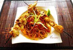Thai csirkenyárs zöldséges sült tésztával