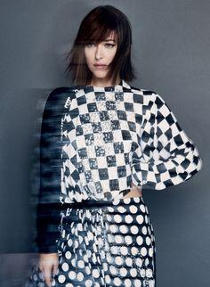 Dakota Johnson em Alto Estilo Aguça a Imaginaço sobre os 50 Tons Mais Escuros  Fragmentos de Moda