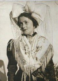 anni 50 -donne in costume tradizionale di Viù, con la cuffia tipica del posto (2 °gruppo Folkloristico di Viù)