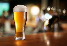 Drinking beer can possibly save your life keeping your liver healthy. Hoppy beer has a special ability to reduce the formation of a compound called as reactive oxygen species. Benefits Of Drinking Beer, Beer Benefits, Beer Ice Cream, Giving Up Drinking, Craft Bier, Pint Of Beer, Free Beer, Beer Tasting, Beer Lovers