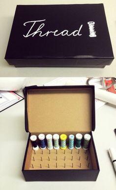 DIY: Thread Spool Box — MURMUR thread storage sewing storage - Model Home Interior Design Sewing Hacks, Sewing Tutorials, Sewing Crafts, Sewing Projects, Sewing Tips, Tutorial Sewing, Fabric Boxes Tutorial, Sewing Patterns, Thread Storage