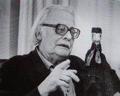 Paul Klee (Münchenbuchsee, Suiza, 18 de diciembre de 1879 - Muralto, Suiza, 29 de junio de 1940) fue un pintor alemán nacido en Suiza, desarrolló su vida en Alemania, cuyo estilo varía entre el surrealismo, el expresionismo y la abstracción.