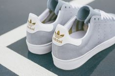 adidas skateboarding stan smith vulc dust blue 04 570x380