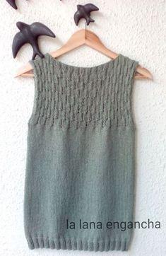 Un top de algodón, sin mangas y sin costuras: Lo he tejido de abajo hacia arriba, con hilo 50% algodón, 50% acrílico, y agujas circ... Knitting Designs, Knitting Patterns, Knitting For Beginners, Blouse Dress, Top Pattern, Knitted Hats, Knitwear, Knit Crochet, Clothes