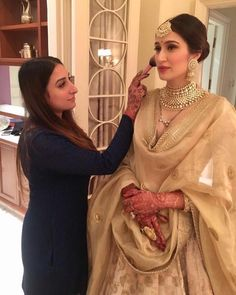 Jewellery is an essential part of a bride's look. Check out 21 real Indian brides flaunting their choker necklaces that they wore at their wedding day to get inspired from. Indian Wedding Fashion, Indian Bridal Outfits, Indian Wedding Jewelry, Indian Designer Outfits, Indian Fashion, Bridal Jewellery, Bridal Necklace, Punjabi Wedding, Gold Jewellery
