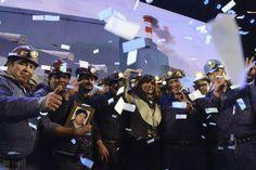 Vinimos a Río Turbio a honrar la palabra del presidente Néstor Kirchner, cuando el 22 de junio de 2007, se comprometió frente a todos ustedes a dar respuesta a las luchas históricas de la comunidad rioturbiense, de transformar el carbón y de hacer la primera usina termoeléctrica a carbón de la República Argentina --- http://www.cfkargentina.com/venimos-a-rio-turbio-a-honrar-la-palabra-de-nestor-kirchner/