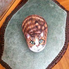 """""""yeşil gözlü kızıl kedi #kızıl #kedi #doğal #taş #boyama #elyapımı #pietra #izmir #hediye #sanat #kediseverler #hayvanseverler #red #cat #green #eyes…"""""""