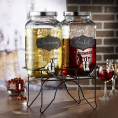 Serve lemonade, punch, water, mixed drinks and more with these charming glass beverage dispensers. Designed to look like classic mason jars, these eclectic dispensers features artistic blackboard tags to display the name of the drink.