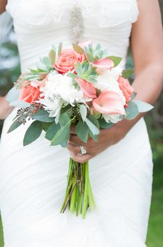 Elegant Wedding with Touches of Pink in Wisconsin - Munaluchi Bridal Magazine