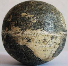 La rappresentazione delle Americhe nel mappamondo più antico, inciso su un uovo di struzzo (fonte: Stefaan Missinne, The Portolan)