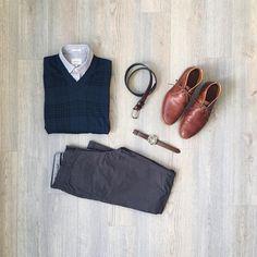 Subtle glen plaid.Sweater: @bananarepublicShirt, chinos, belt: @frankandoakWatch: @fossilChukkas: @timberland Business Casual Men, Men Casual, Smart Casual, Cool Outfits, Casual Outfits, Men's Outfits, Fashion 101, Mens Fashion, Men Accesories